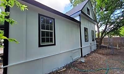 Building, 700 S Crockett St 2, 1