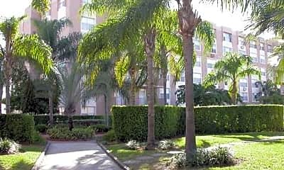 Center Court Apartments, 0