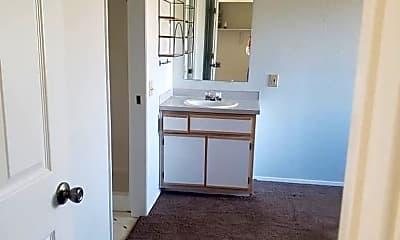Bathroom, 700 N Pershing St, 2