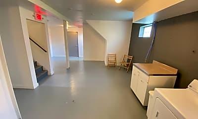 Building, 3024 Potomac St, 2