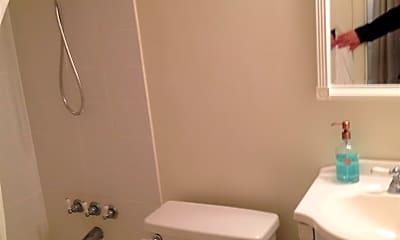 Bathroom, 333 2nd St NE, 2