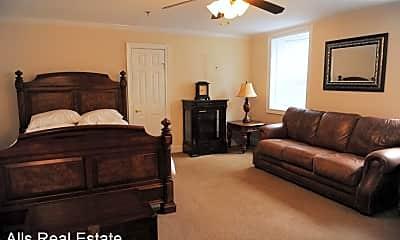 Bedroom, 194 E Lee St, 1