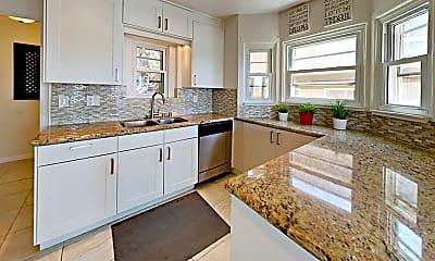 Kitchen, 1015 W Palm St, 1