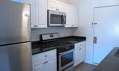 Kitchen, 6800 S Dorchester Ave, 1