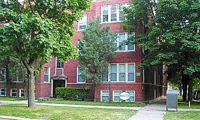 2139 West Lunt Avenue Apartments, 1