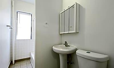Bathroom, 6000 S Prairie Avenue, 2