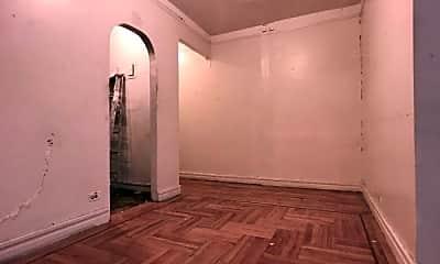 Bedroom, 4700 Broadway, 2