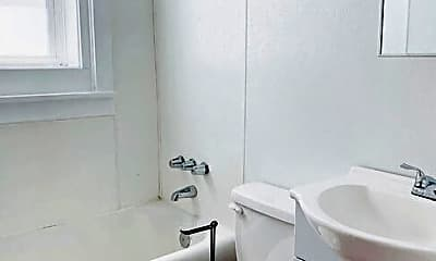 Bathroom, 1407 Howard St, 2