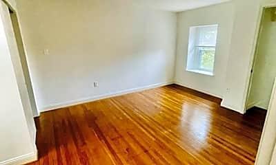 Living Room, 114 Bloomingdale Ave, 2