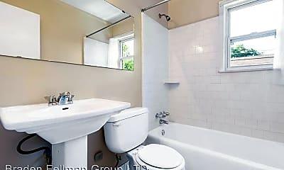 Bathroom, 1800 Memorial Dr SE, 2