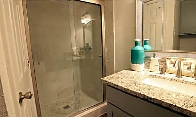 Bathroom, 4819 Belmont Ave, 2