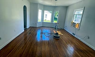 Living Room, 5804 W Jackson St, 2