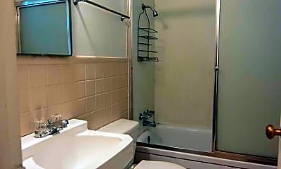 Bathroom, 2003 W 6th St, 2