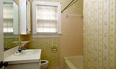 Bathroom, 908 E Walnut St, 2