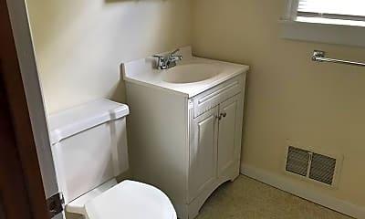 Bathroom, 52 Walnut St, 2