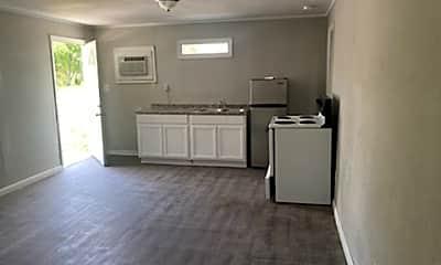 Kitchen, 902 W Lakeside Dr, 2