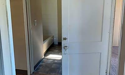 Bathroom, 512 W Pierce St, 2
