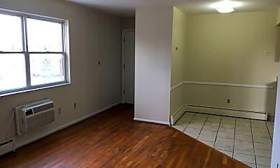 Kitchen, 676 Riverview Dr, 1