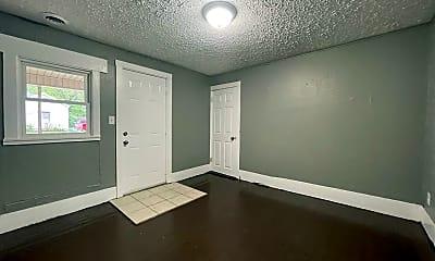 Living Room, 911 S Missouri Ave, 2