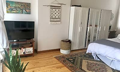 Living Room, 215 2nd Ave S, 2