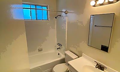 Bathroom, 3415 Keystone Av, 2