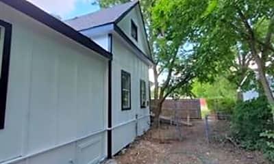 Building, 700 S Crockett St 2, 2