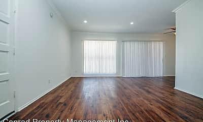 Living Room, 604 Evergreen St, 1