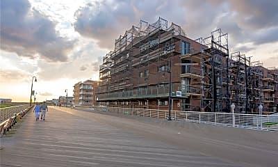 Building, 750 W Broadway 3S, 2