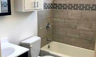 Bathroom, 470 Warren Dr, 2