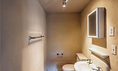 Bathroom, 626 W Dickson St A, 2