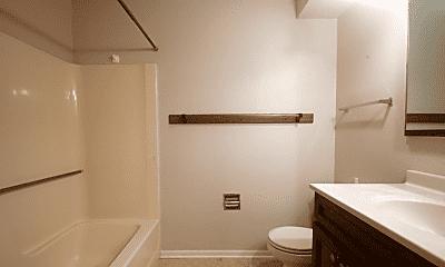 Bathroom, 207 21st Ave SW, 2