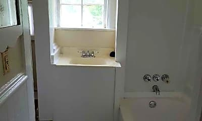 Bathroom, 467 Beaumont St E, 1