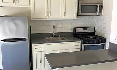 Kitchen, 6061 Franklin Ave, 1