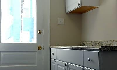 Bathroom, 802 Abercorn St, 1
