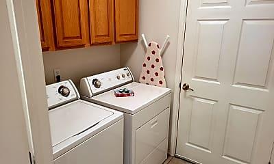 Bathroom, 912 Stanton Pl, 2