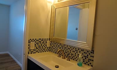 Bathroom, 150 S 13th St, 2