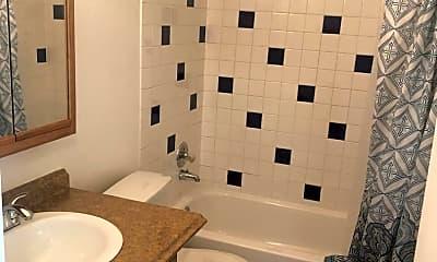 Bathroom, 401 Mumford St, 1