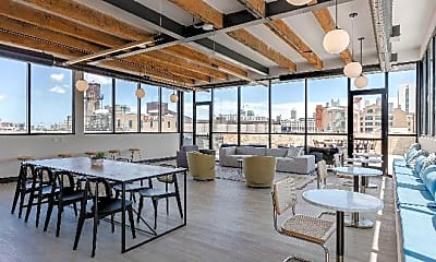 Patio / Deck, 925 W Chicago Ave, 1