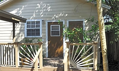 Front of Cottage.jpg, 641 Woodward St, 0