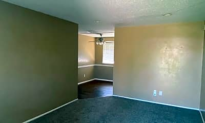 Living Room, 629 N Bristow Ave, 2