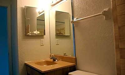 Bathroom, Le Club and Springwood Villas, 2