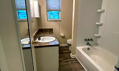 Bathroom, 2101 Wrocklage Ave, 2