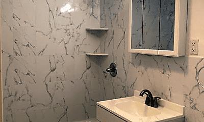 Bathroom, 32 Myron St, 2