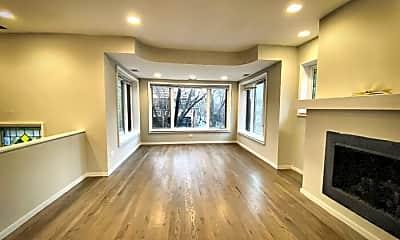 Living Room, 825 N Oakley Ave, 1