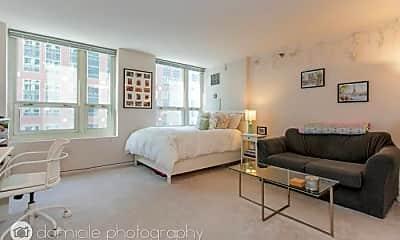 Bedroom, 345 N LaSalle St, 2