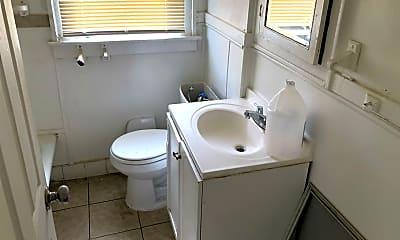 Bathroom, 2340 W Grand St, 1