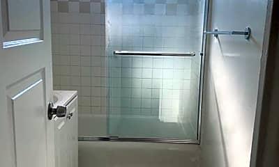 Bathroom, 5069 W 21st St, 2