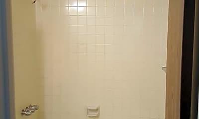 Bathroom, 999 Magnolia St, 2