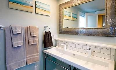 Bathroom, 32 Bacheller St, 2