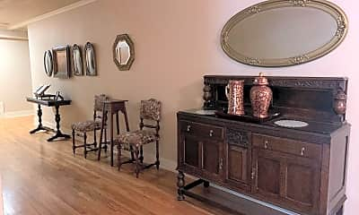 Living Room, 511 W Evergreen Blvd, 2